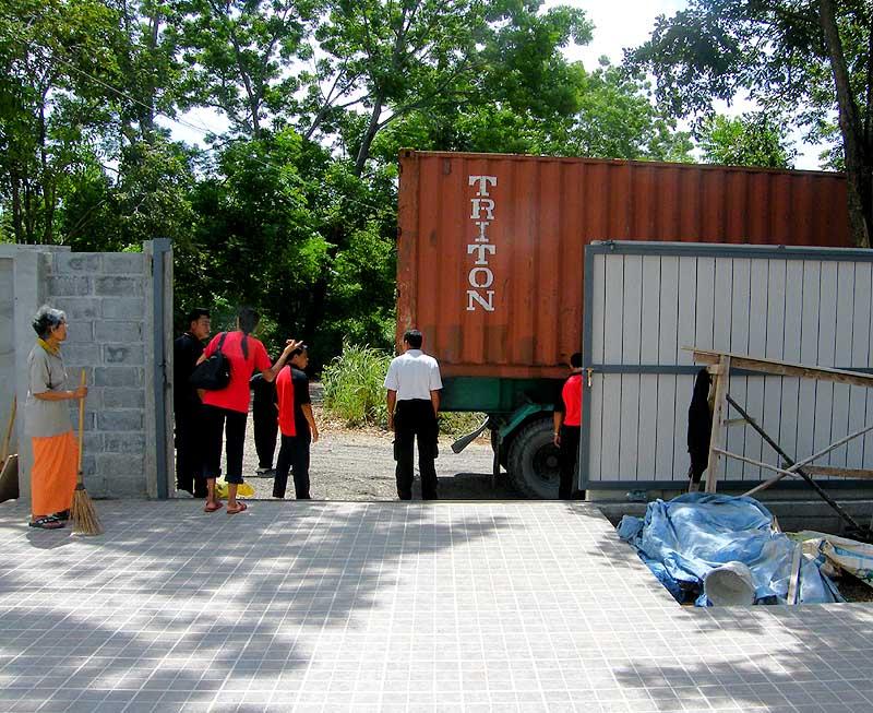 thailand pakchong beobachtungen und erfahrungen hausbau in thailand teil 8 container auf der. Black Bedroom Furniture Sets. Home Design Ideas