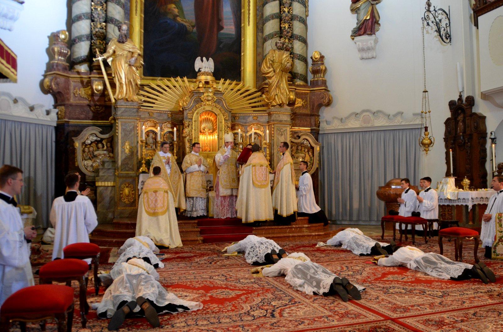 Rorate C 198 Li Fraternity Of Saint Peter 2015 Ordinations