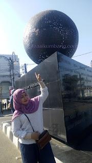 Mengunjungi Monumen Solidaritas Asia Afrika di Bandung