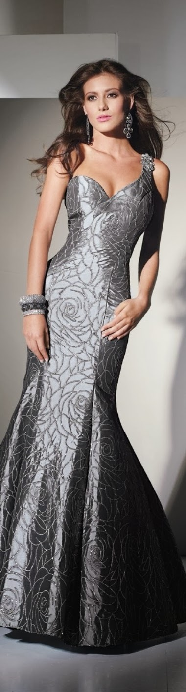 Amazing model with long grey night dress