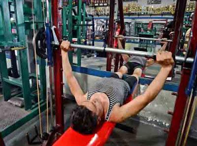 MURAH MERIAH : AR Gym di Siantan ini menyasar menengah ke bawah sehingga harga yang ditawarkan relative lebih murah. FOTO MARSITA/PONTIANAKPOST