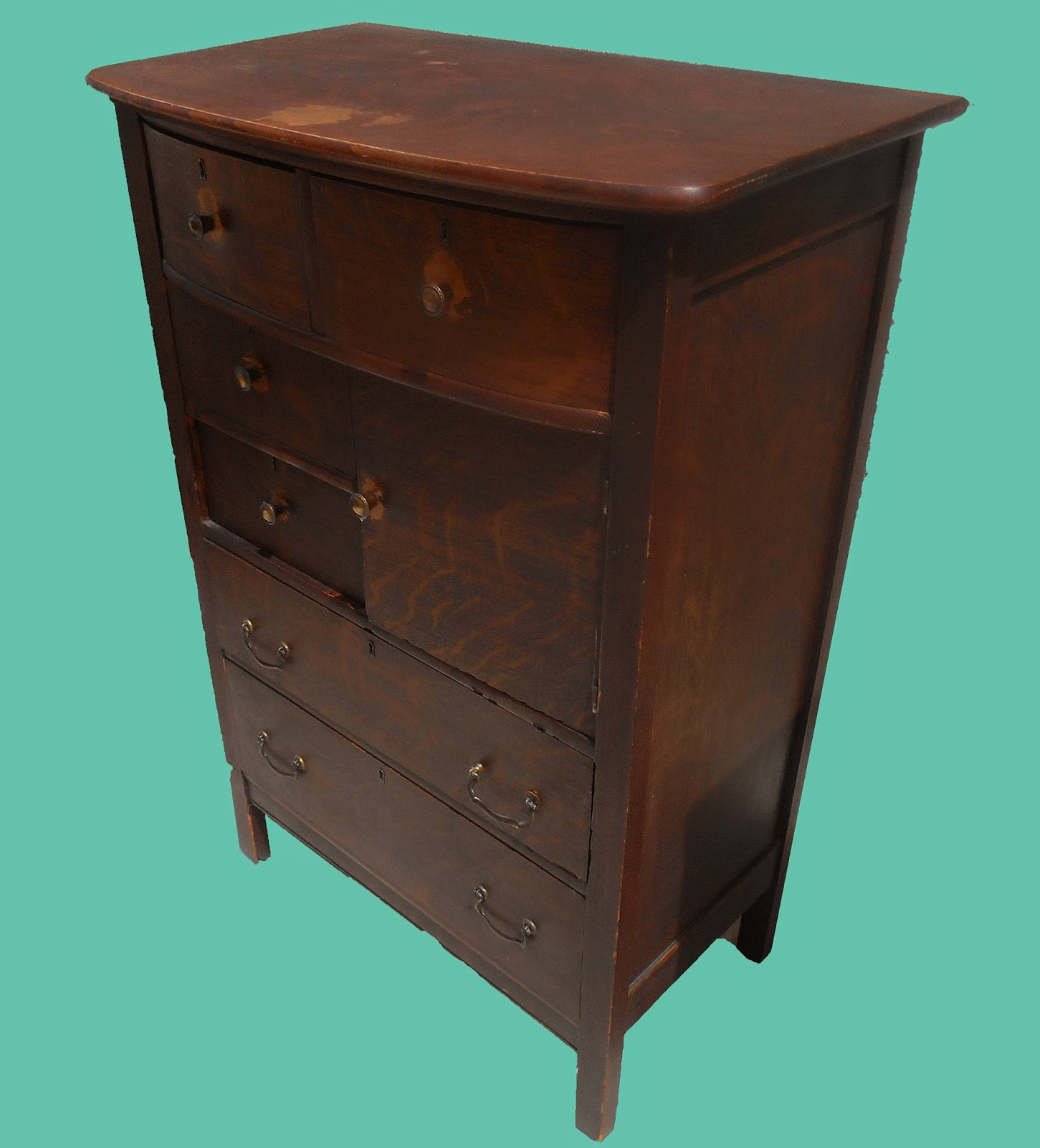 Uhuru furniture collectibles early 1900s oak chest for Reduced furniture