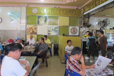 Sedapnya Menyeruput Secangkir Kopi di Kedai Tertua di Pematangsiantar - Inilah kedai Kok Tong yang terkenal