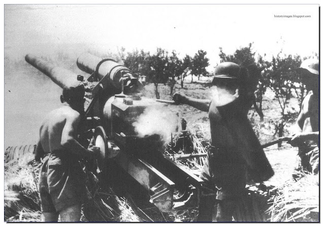 Liebstandarte hitting Soviet positions  150 mm gun at Prokhorovka