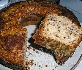 receita de bolo simples com chocolate granulado na massa