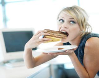 Inilah 3 Penyebab Aneh yang Membuat Anda Tidak Bisa Berhenti Makan