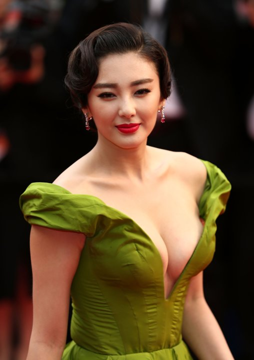Zhang Yuqi (张雨绮 Zhāng yǔ qǐ) - how lucky to be the dress...can be so beautifully closed to the body
