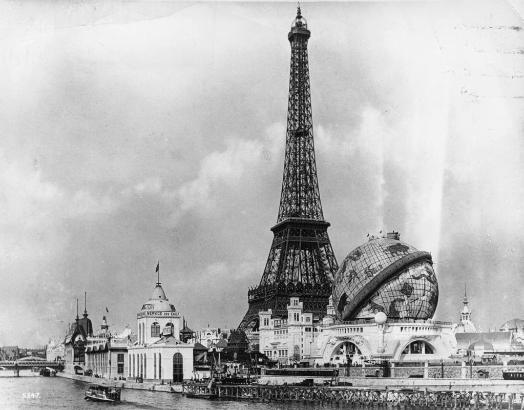 black and white vintage photos of eiffel tower vintage. Black Bedroom Furniture Sets. Home Design Ideas