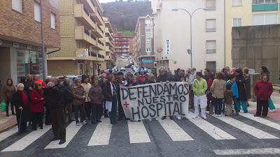 protestas frente al hospital, martes 2de abril de 2013