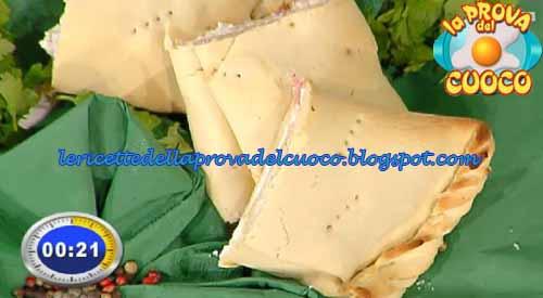 Scaccia ragusana con salsiccia e ricotta salata ricetta Prova del Cuoco