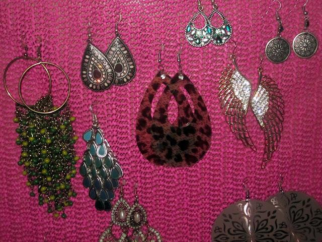 Le boudoir d 39 ines diy comment fabriquer un porte boucle d 39 oreilles en moins de 5mn - Porte boucles d oreille ...