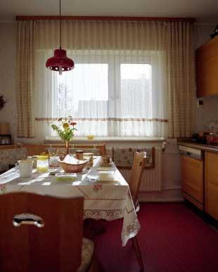 Decoraciones y hogar modernas cortinas para la cocina for Cortinas para cocina modernas 2015