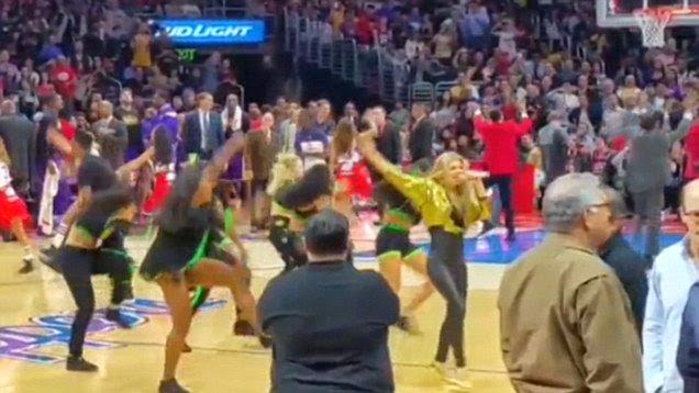 Yap, the singer, Fergie displayed her fabulous mincingly and quickstep, plus the solid combination with the dancer background during her NBA game performance at Staples center in Los Angeles, CA, USA on Wednesday, January 7, 2015.