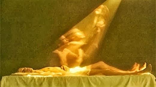 Científico fotografía el alma saliendo del cuerpo