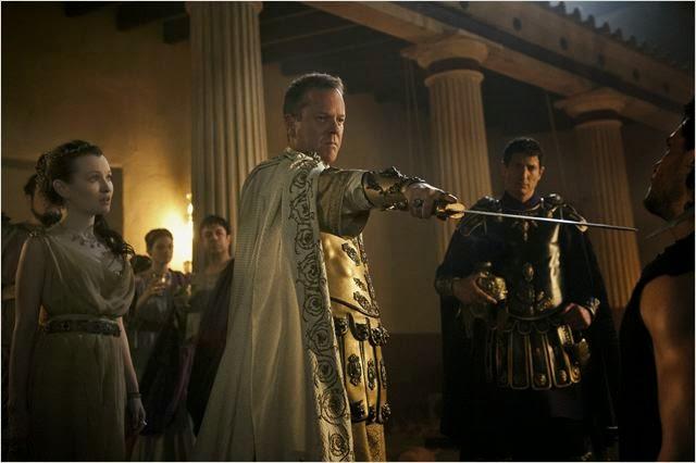 """Kiefer Sutherland y Emily Browning en """"Pompeya"""""""