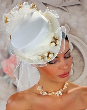 robes de mariage robes de soir e et d coration coiffure de mariage avec chapeau. Black Bedroom Furniture Sets. Home Design Ideas