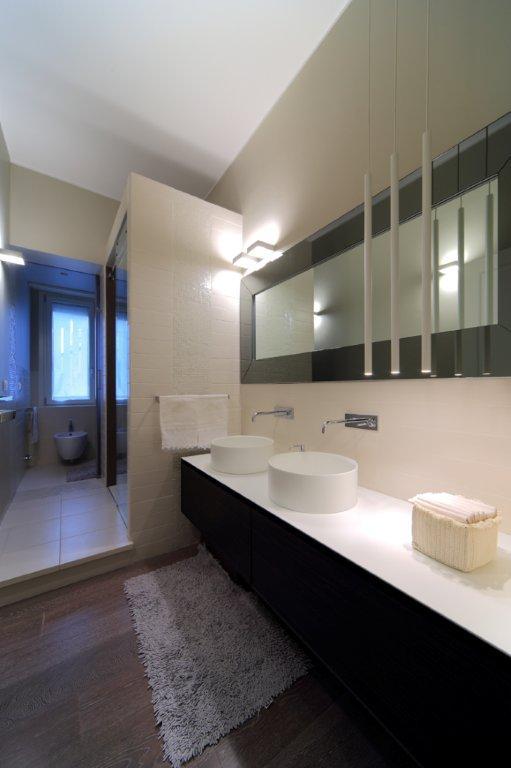 Idee Bagno Sottotetto : Interior relooking idee per arredare un bagno ...