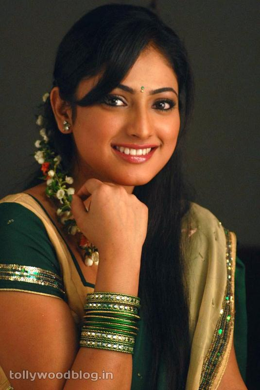 Hari Priya in Half Saree Photo Stills in Pilla Zamindar-HQ-Photo-13