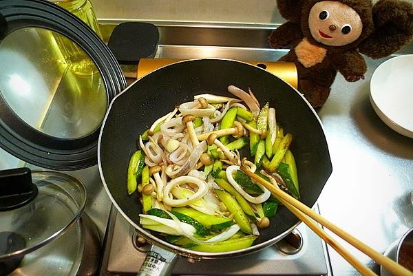 イカとキュウリの梅ダレ炒めの作り方(3)