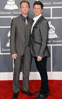 Нийл Патрик Харис и партньорът му Дейвид Буртка на наградите Грами 2013
