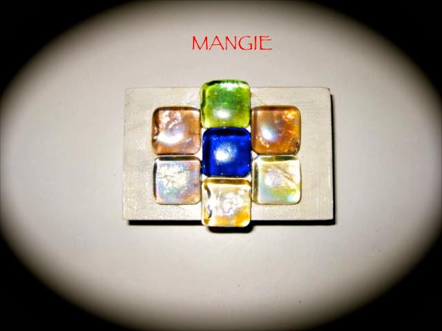 Caja de madera decorada con cristales