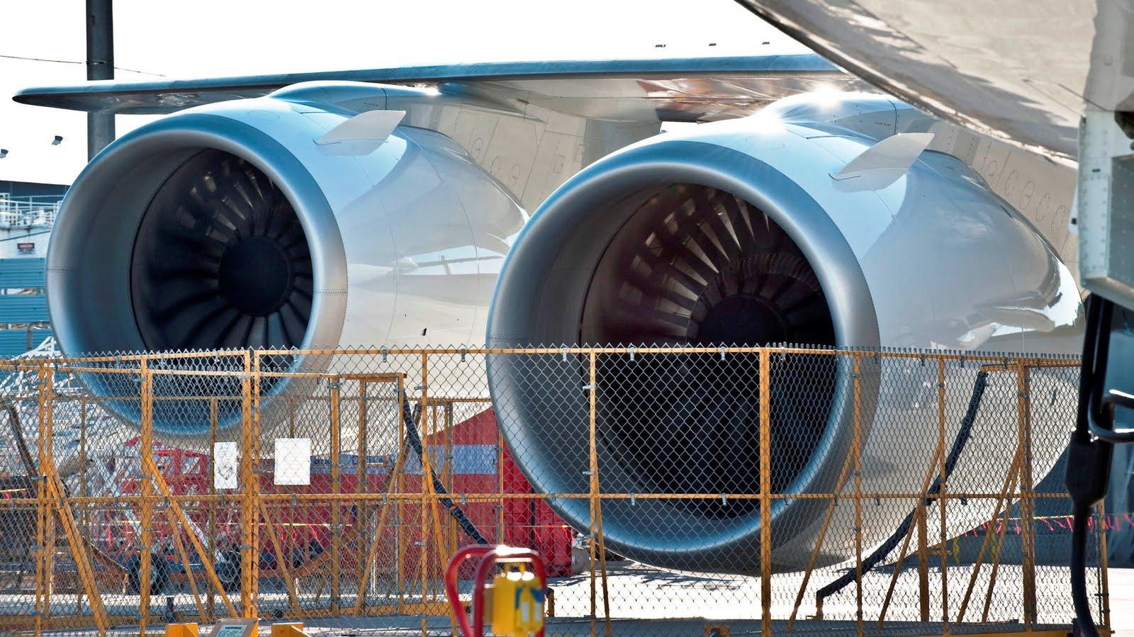 http://1.bp.blogspot.com/-q0Zuzs-yxnA/TjsnLUd3y8I/AAAAAAAAGLE/X-p-QIayCus/s1600/boeing_747_8_engine_running_test_124124_aircraft-wallpaper.jpg