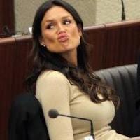 Nicole Minetti furiosa per una foto