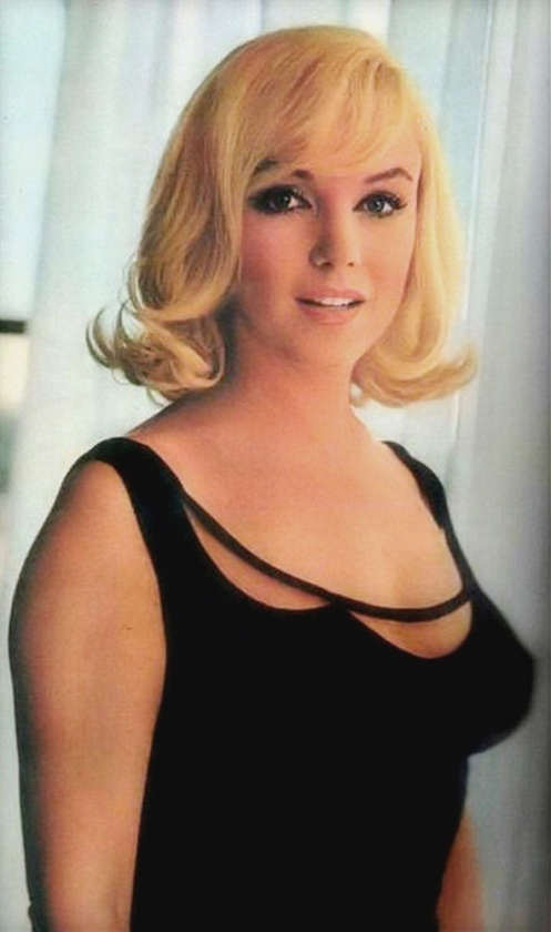 Marilyn Monroe wears a lovely black dress in Misfits