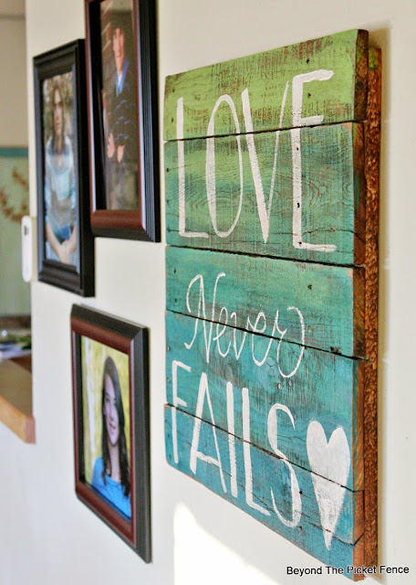 paint technique, ombre, hand lettered sign,  http://bec4-beyondthepicketfence.blogspot.com/2015/12/these-are-few-of-my-favorite-things_30.html