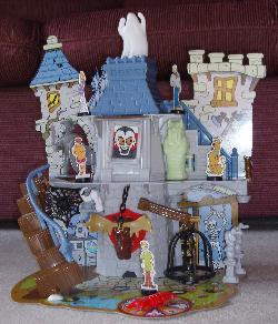 Scooby-Doo Haunted House 3D board game.