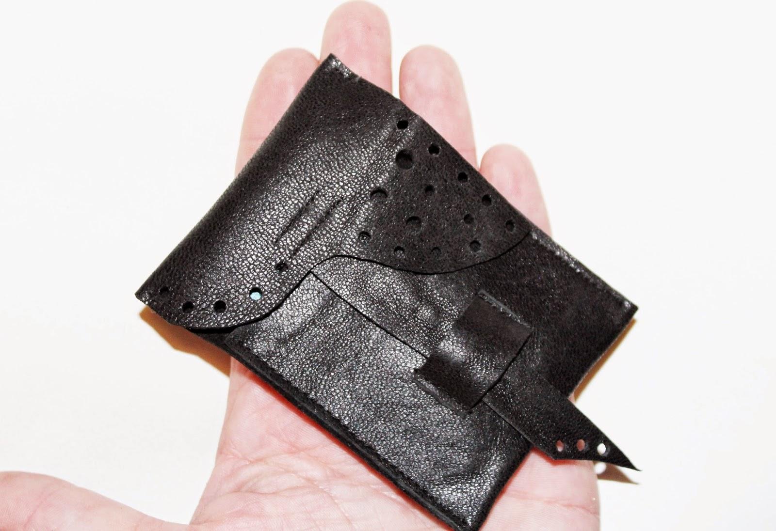łapówka, jak dać łapówkę, pieniądze w białej kopercie,DIY zrób to sam, portfel krok po kroku, jak uszyc portfel, w czym dac pieniądze, prezent ślubny, co na prezent dla pary młodej