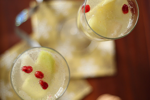 Apple, Pear & Pomegranate Sangria | sweetpeasandsaffron.com