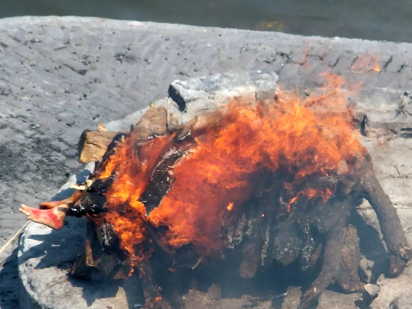 Погребальный костер в Индии