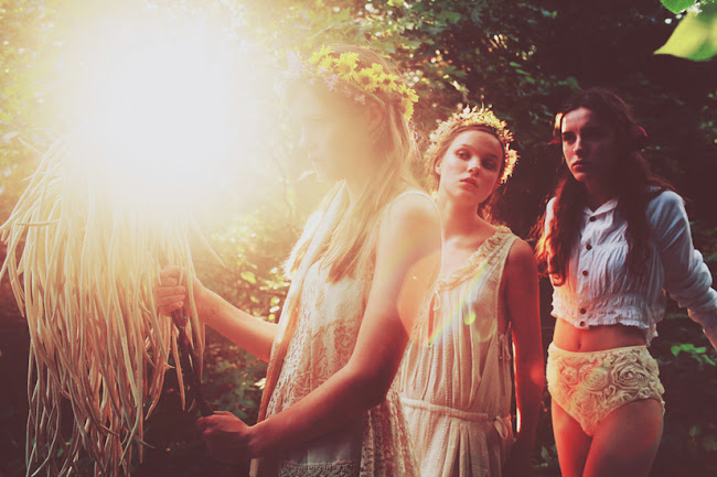 Ann he photography runaways three girls and torch, amazing photography, amazing images, beautiful photos
