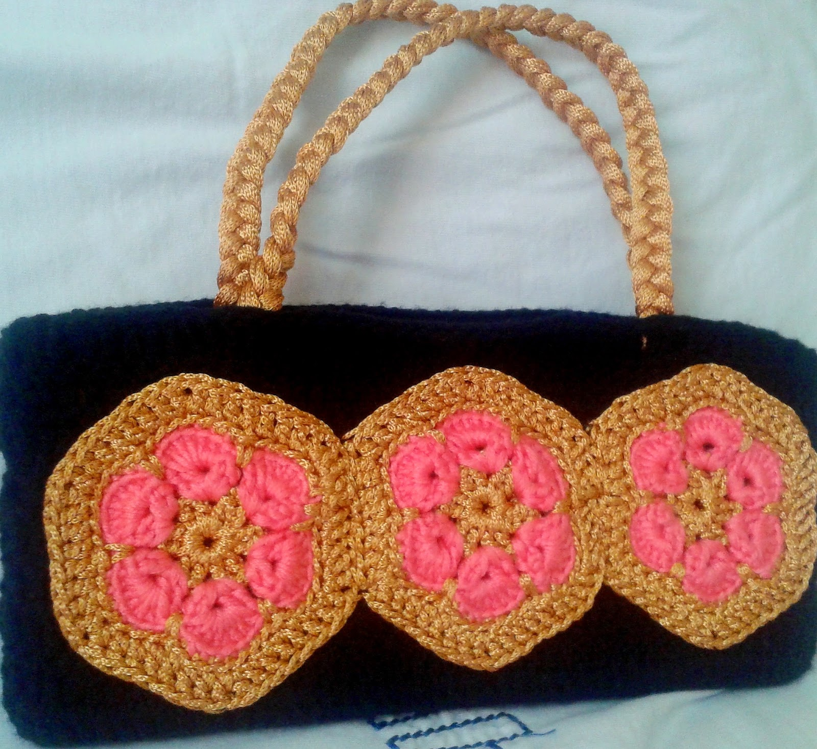 crochet bag with african flower motif