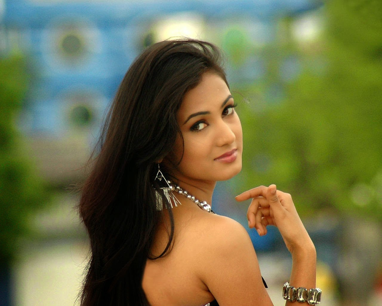 Sonal Chauhan HD Wallpapers Free Download