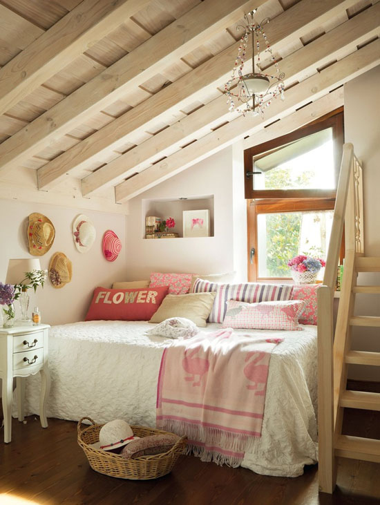 Mommo design 10 attic rooms for Attic bedroom decoration