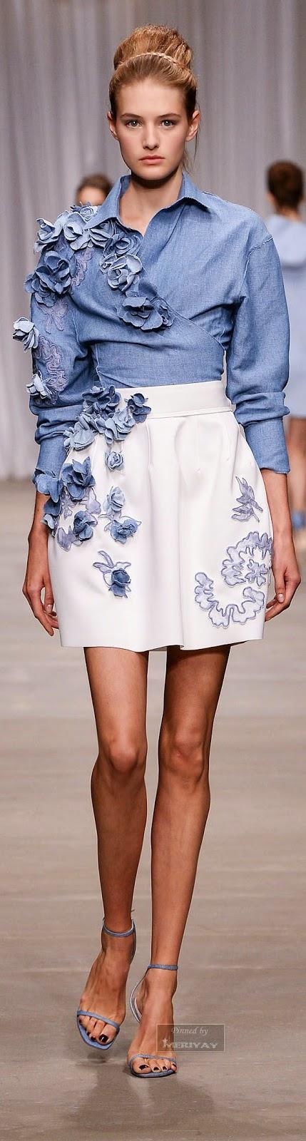 Look Denim 2015 - Blusa de ganga com aplicações flores