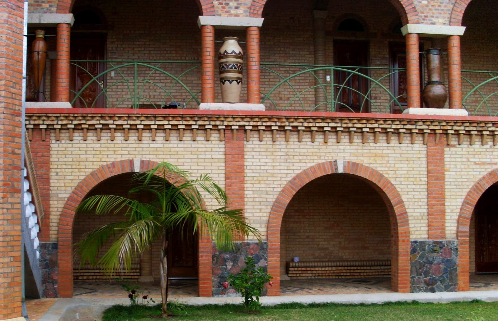 Casas de ladrillo con arcos foto fachada con arcos de - Arcos de ladrillo visto ...