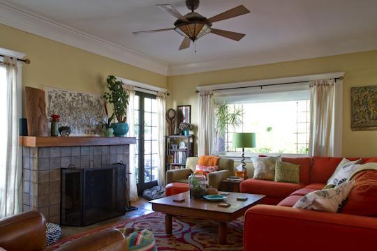Wohnzimmer mit Knall-Effekt-Sofa