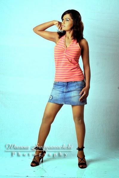sl model mini skirt