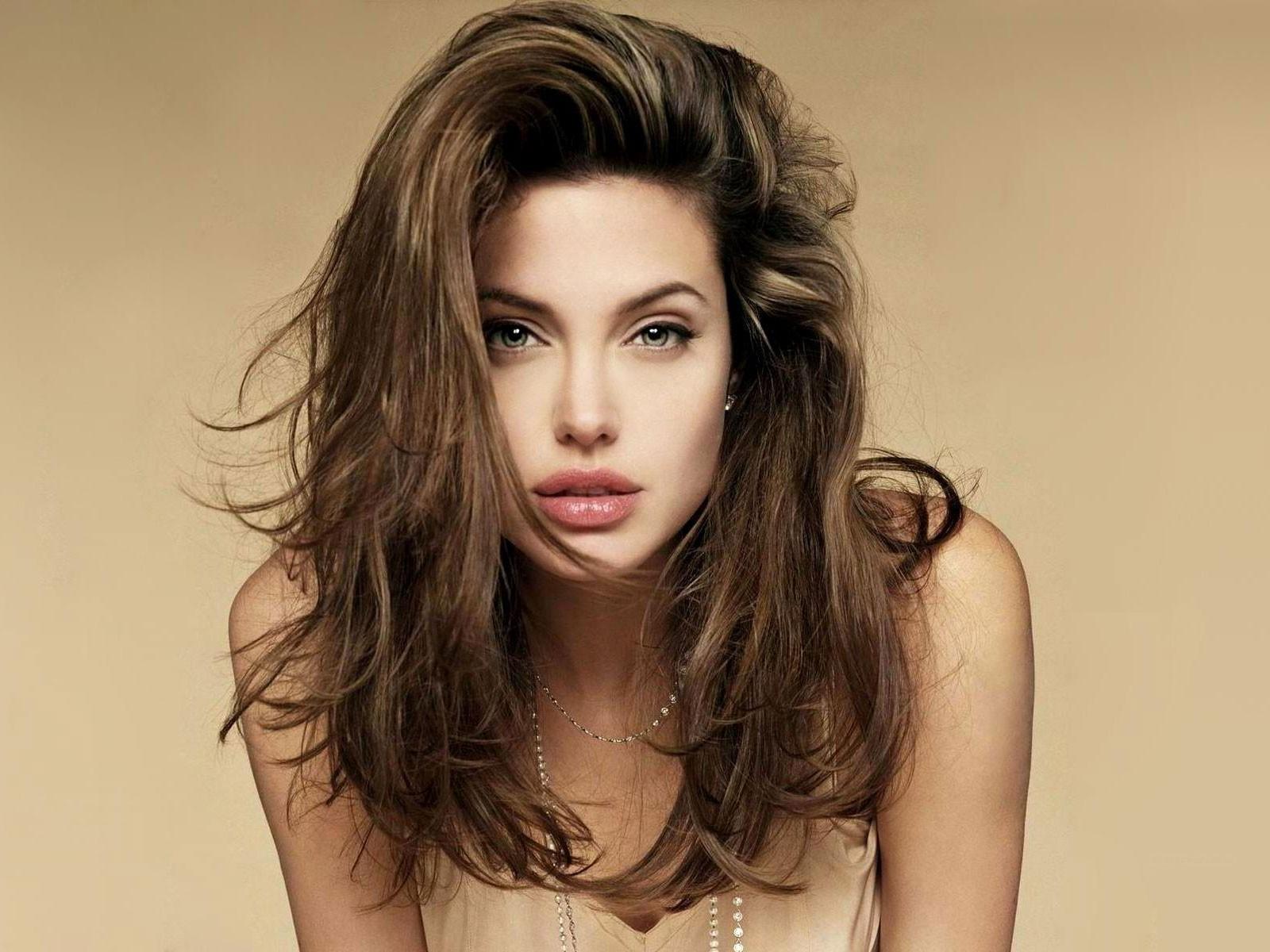 http://1.bp.blogspot.com/-q3gGCG4-pb4/TqUbim2JnLI/AAAAAAAAKQo/JocRM-Ce5kY/s1600/Angelina-Jolie-Wallpaper-5.jpg