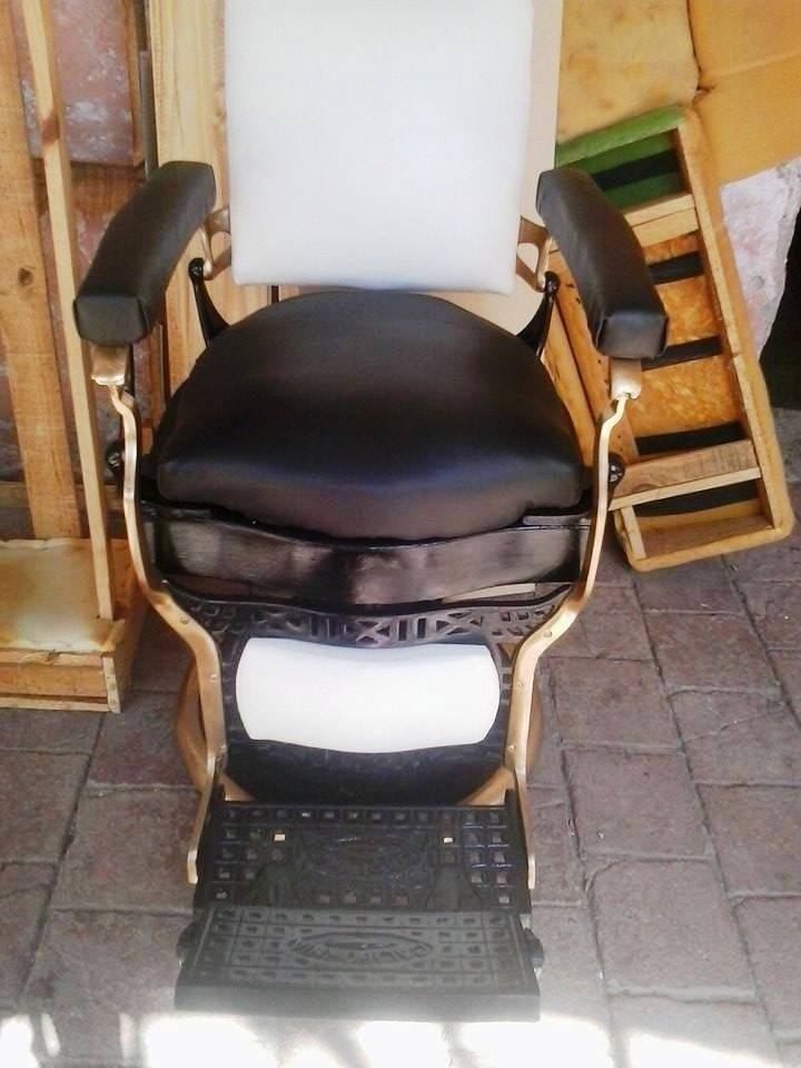 Reciclado de sillas y sillones sillon de barber a for Sillas para barberia