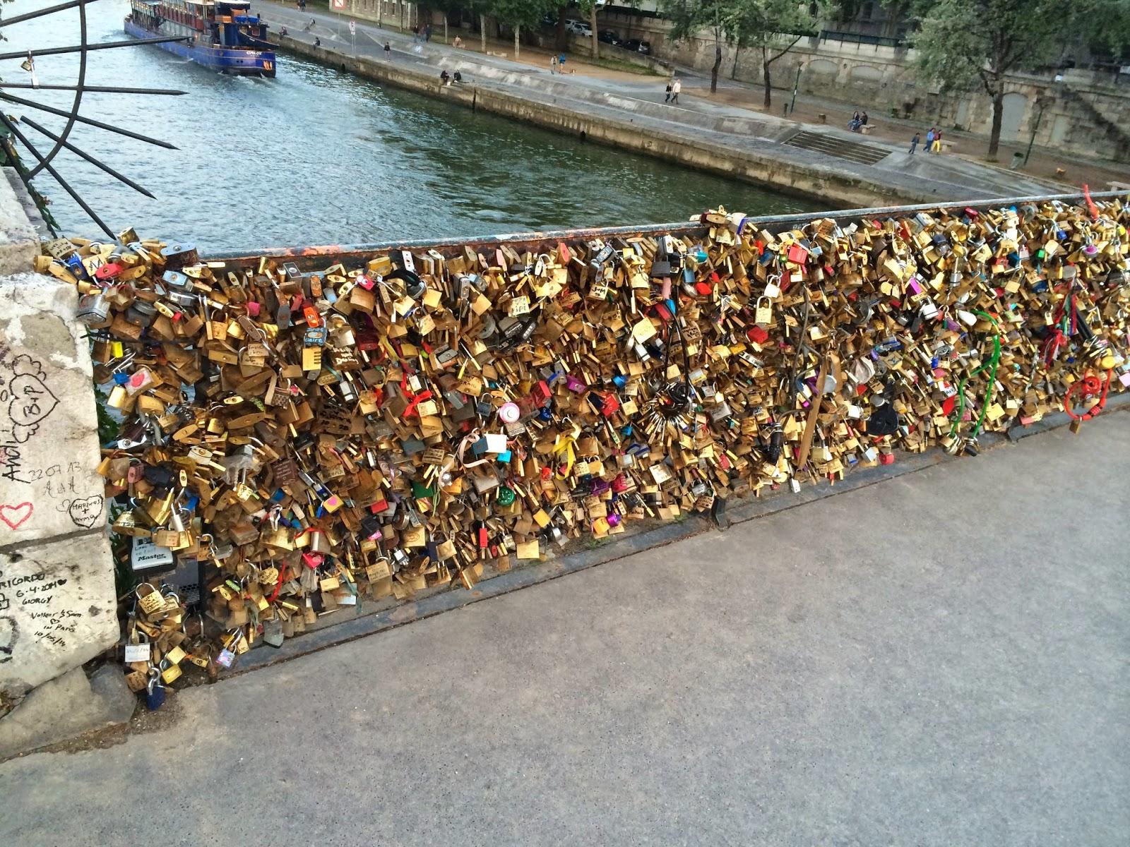 Paris v lo les cadenas d 39 amour du pont de l 39 archev ch - Le pont de lamour a paris ...