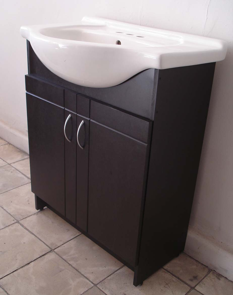Ideal muebles para su hogar gabinetes espejos y for Gabinetes para bano en madera