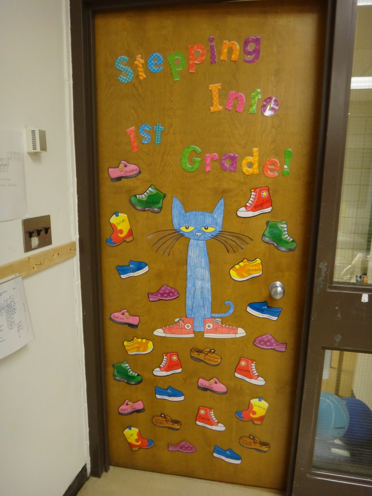First grade garden first day and classroom pics for Back to school classroom door decoration ideas