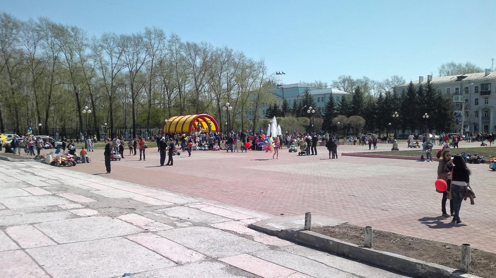 Площадь около дворца культуры судостроителей