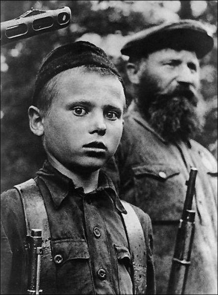 vintage everyday: Child soldiers in World War II: vintag.es/2011/10/child-soldiers-in-world-war-ii.html