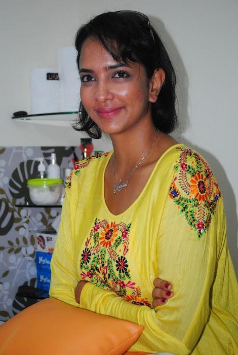 Lakshmi Prasanna @ Livlife Hospitals Function Photo Set - N/W  Lakshmi-Prasanna-at-Livlife-Hospitals_031