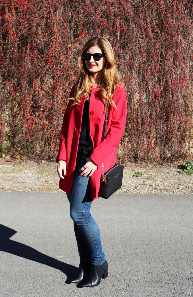 Look con jeans en rojo